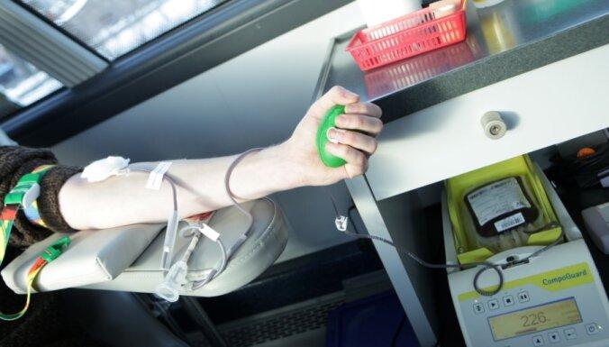 Донорскому центру остро нужна кровь группы 0 Rh- и Rh+