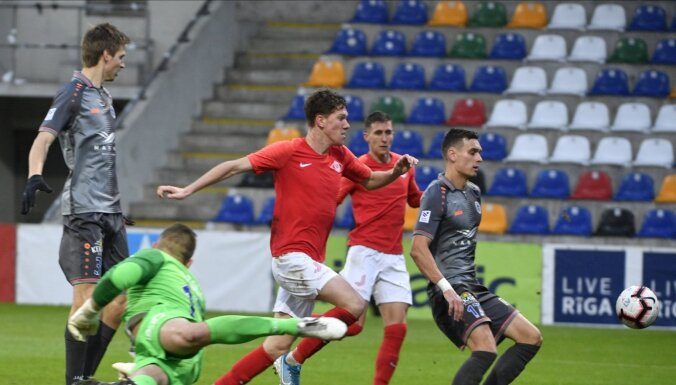 Latvijas futbola saime neizlēmīga par sezonas sākuma atcelšanu