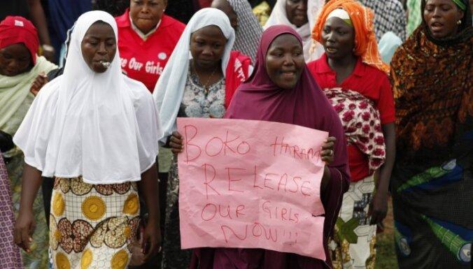 Nigērijā no gūsta izbēgušas četras skolnieces; vēl 219 meitenes atrodas gūstā