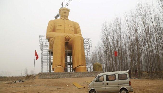 Ķīnā nojauc tikko uzcelto milzu Mao Dzedunu