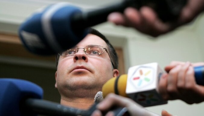 Домбровскис неожиданно ушел в отставку, правительство пало