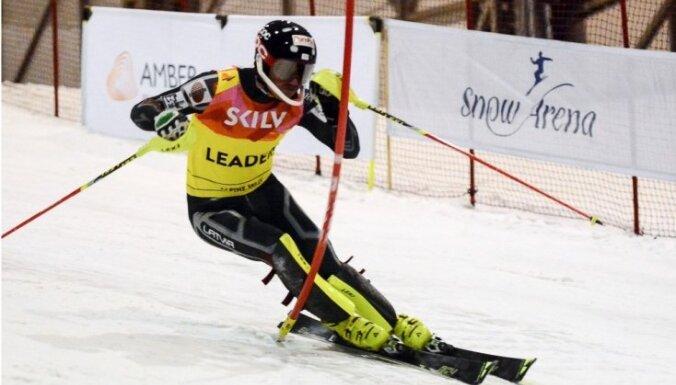Pasaules kausā slalomā pirmo reizi startēs trīs Latvijas kalnu slēpotāji