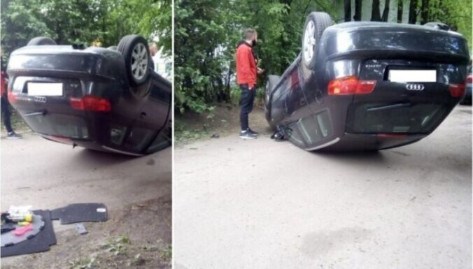 ФОТО: В Пурвциемсе машина перевернулась на крышу