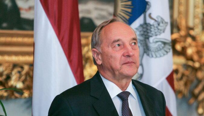 Латвийцы поддерживают решение Берзиньша не идти на второй президентский срок