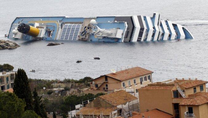Itālija brīdina par ekoloģisku postu no avarējušā kruīzu kuģa