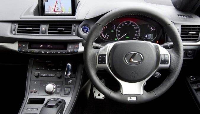 Авария в Риге: сильно пострадала водитель Lexus