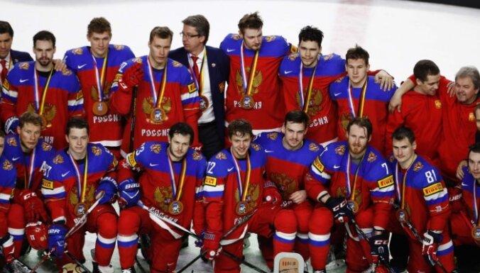 Krievijas hokejisti rezultatīvā cīņā otro gadu pēc kārtas izcīna PČ bronzu