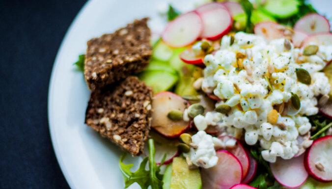 Pavisam vienkāršie salāti ar mājas sieru