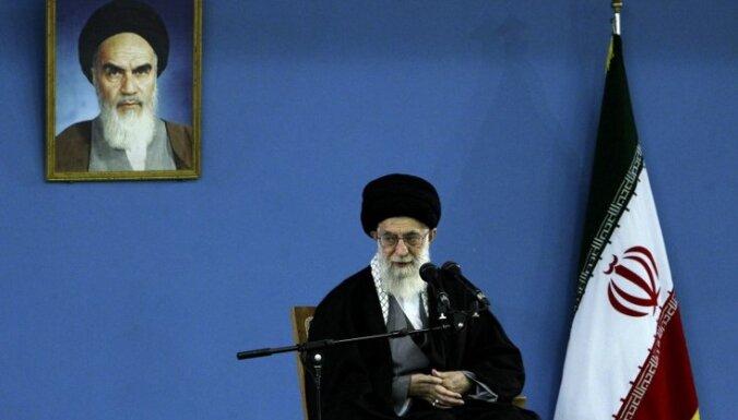 Аятолла Хаменеи: США побуждают иранцев к протестам