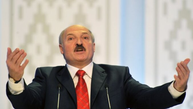 Лукашенко приказал покончить с беспорядками и следить за силами НАТО. Что происходит в Беларуси