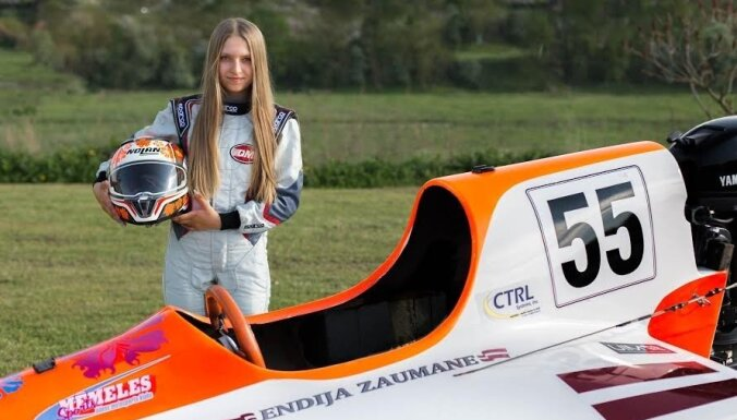 Ātrākā meitene uz ūdens ar diviem pasaules rekordiem – 15 gadus vecā Endija Zaumane