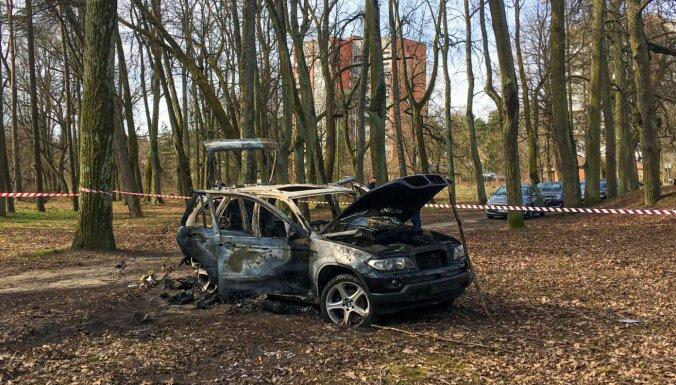 Bezzubova slepkavībā iesaistītais BMW pirms sadedzināšanas atradies autoservisā Mežaparkā, ziņo raidījums