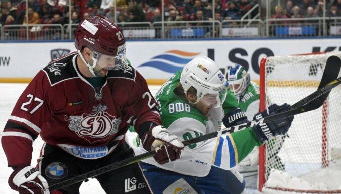 Rīgas 'Dinamo' 17 sekundēs gūst divus vārtus un izcīna punktu pret 'Salavat Julajev'
