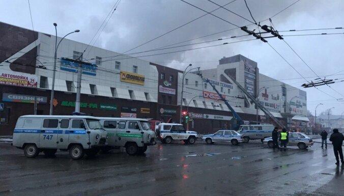 Ugunsgrēkā tirdzniecības centrā Krievijā bojā gājuši vismaz 37 cilvēki