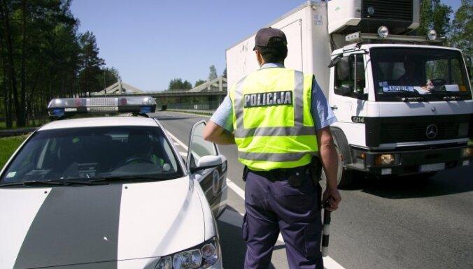 Svētki uz autoceļiem bijuši salīdzinoši mierīgi; dzērumā pieķerti 343 vadītāji