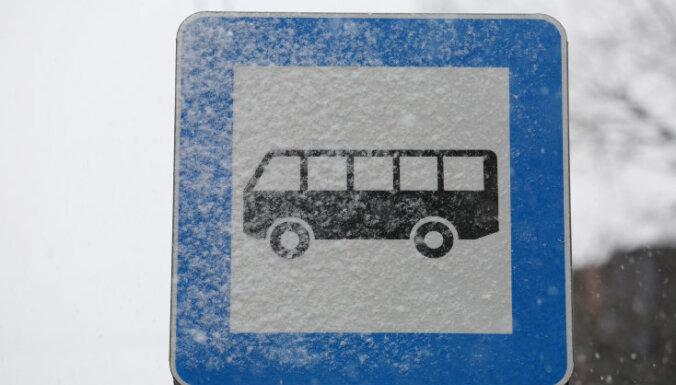 Водитель автобуса отказался выпустить рыдающего ребенка; руководство Rīgas satiksme примет меры
