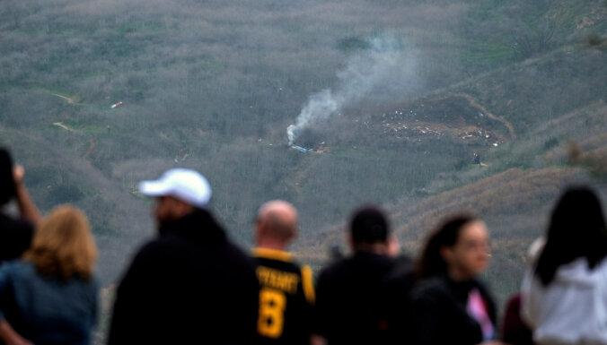 Izmeklētāji Braienta helikoptera avārijas cēloni meklēs bojāgājušo viedierīcēs