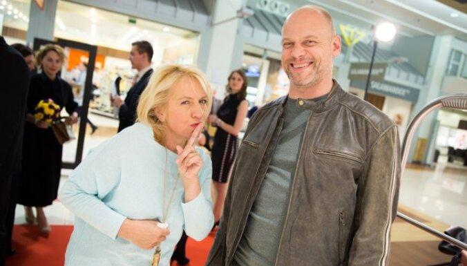 Foto: Latvijas smalkās dāmas raujas pēc igauņu modēm
