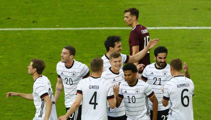 ФОТО: Сборная Латвии по футболу получила семь мячей от Германии
