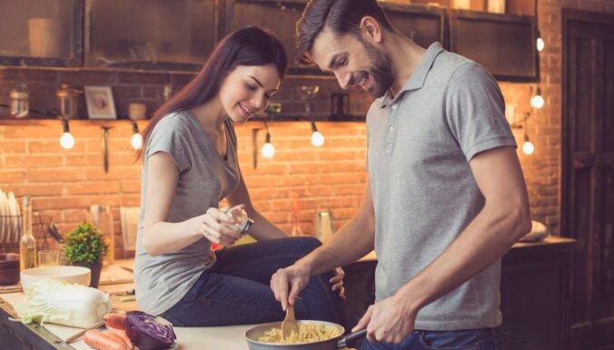 Ēšana kā bauda, ģimenes problēmu risināšana un draugu izzināšana