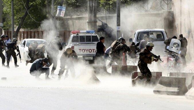 Uzbrukumā Afganistānas cietumam nogalināti divi un ievainoti 24 cilvēki
