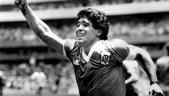 Умер Диего Марадона. Недавно он перенес операцию на мозге