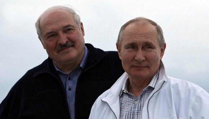 Лукашенко поздравил Путина с днем рождения