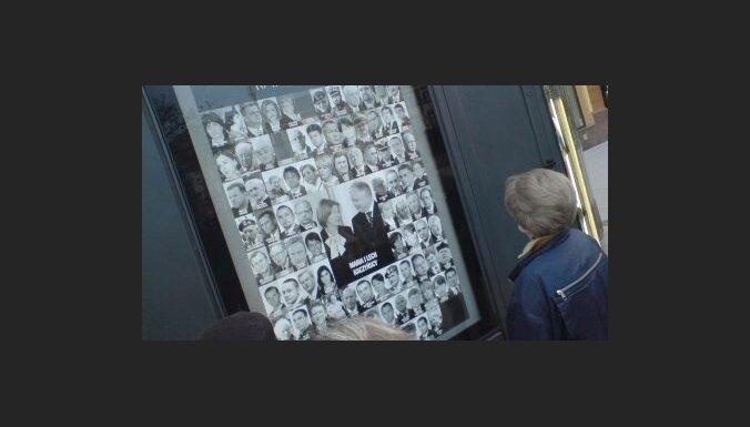 Delfi в Польше: на улицах Варшавы— плакаты с лицами погибших