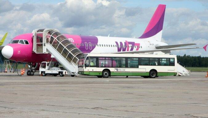 'Wizz Air' atceļ reisu uz Londonu un pasažierei atsaka kompensāciju