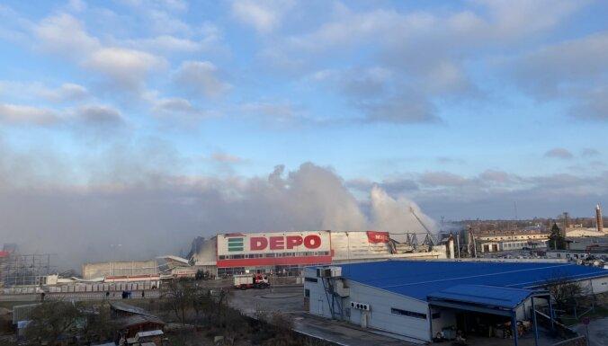 Продолжаются работы по тушению сгоревшего магазина Depo