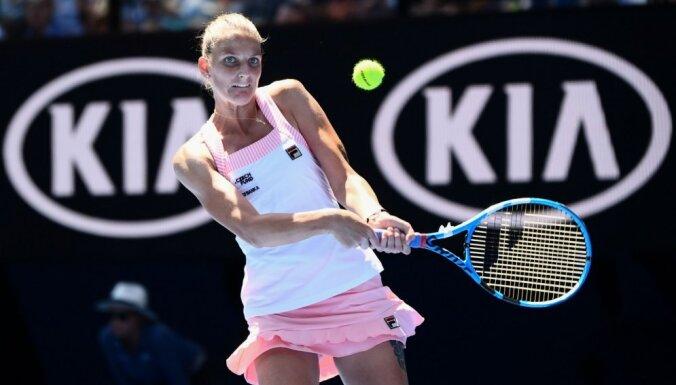 Plīškova uzvar Serēnu Viljamsu un iekļūst 'Australian Open' pusfinālā