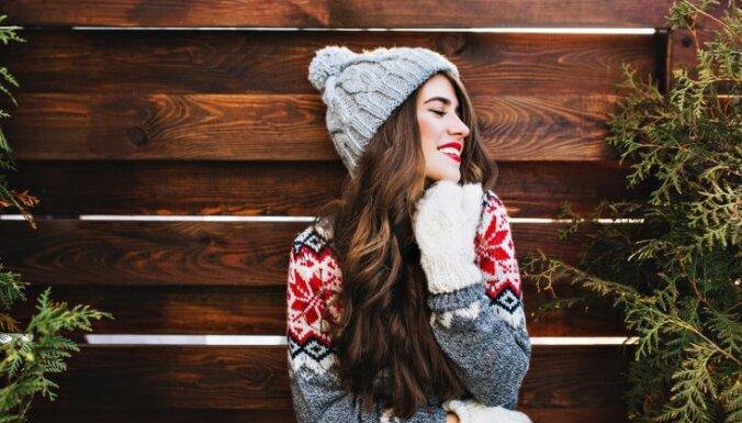 Amizantie Ziemassvētku džemperi – garderobes detaļa, kam svētku laikā dot iespēju