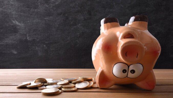 Kā dzīvot nepārtrauktā naudas trūkumā. 21 kaitīgs padoms
