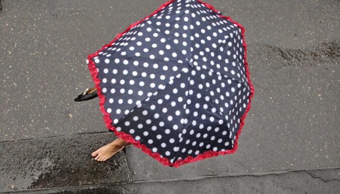 Otrdien līs un ducinās pērkons