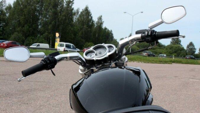 Foto: Ar 'Harley-Davidson' pa Latvijas ārēm