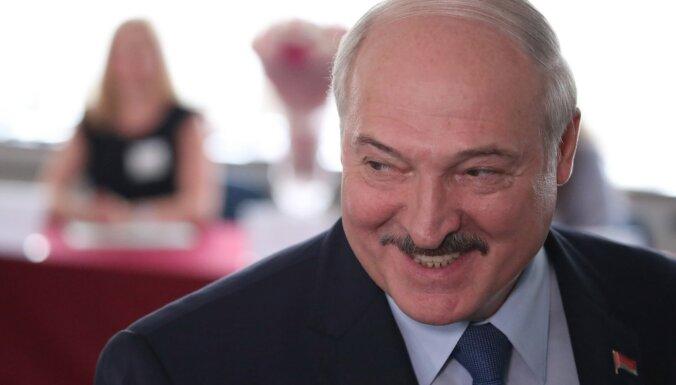 """Лукашенко заявил, что основа протестующих — """"люди с криминальным прошлым и безработные"""""""