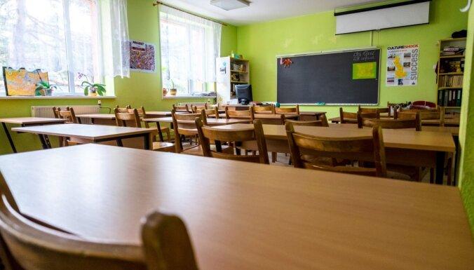 В Риге 88 классов в 39 школах ушли на дистанционное обучение