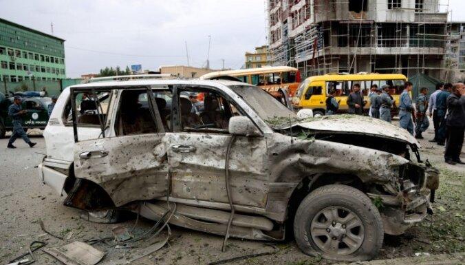 Afganistānas prezidenta vēlēšanu līderis izdzīvojis mīnas sprādzienā
