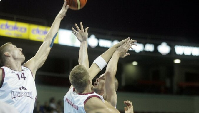 Латвия завершила квалификацию трудовой победой над финнами