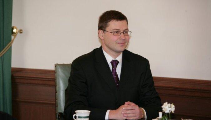 Dombrovskis tiksies ar brīvprātīgā darba veicējiem