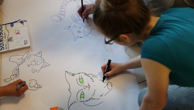 Iznācis latviešu pasaku krājums ar 100 mākslinieku ilustrācijām
