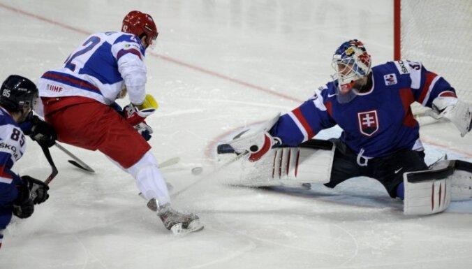 Судьи не помешали Знарку начать в сборной России с победы
