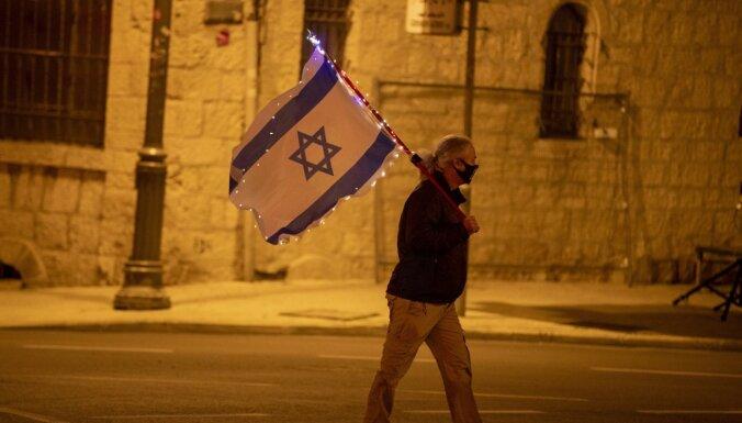 Izraēlā atcelti vairāki Covid-19 dēļ noteiktie ierobežojumi, sāk darboties vakcinācijas pases