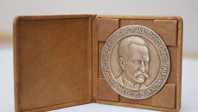 Pasniegs izcilā zinātnieka Paula Valdena piemiņas medaļu
