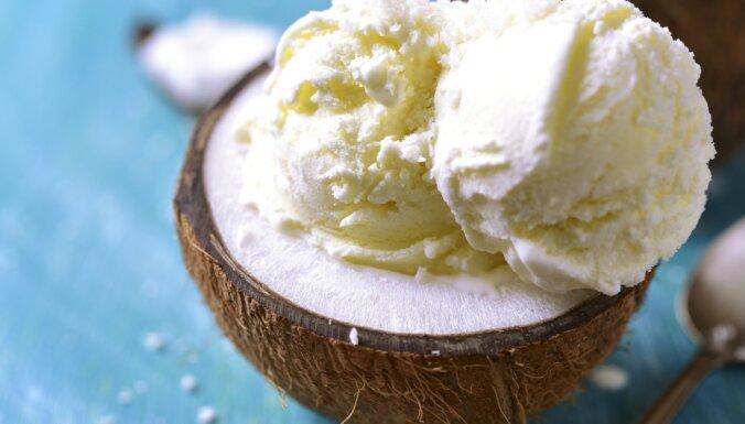 Saldējumi, krēmi un citi kokosriekstu piena deserti: 12 receptes kārumniekiem