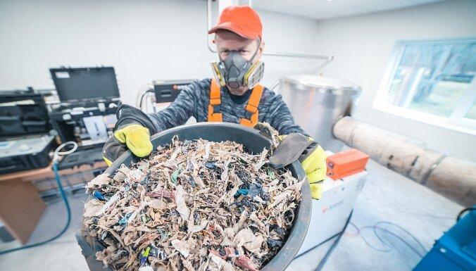 Latvijas zinātnieki rada unikālu metodi atkritumu pārstrādei vērtīgās izejvielās