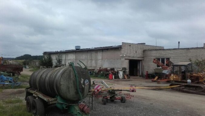 На ферме под Добеле погибли четыре человека, пострадали дети (дополнено в 19.10)