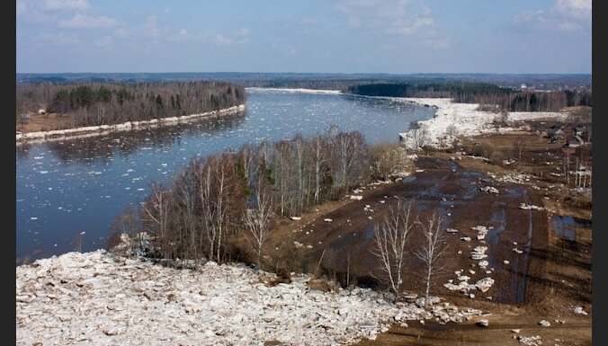 На реках Латвии продолжает расти уровень воды