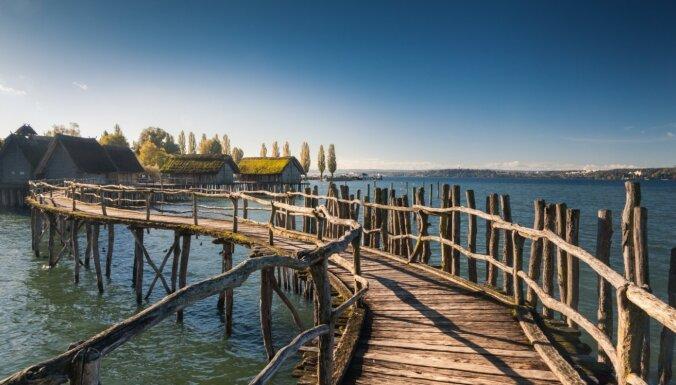 Темная бездна, первобытный храм и дома на воде: 7 необычных мест, которые можно найти в Европе