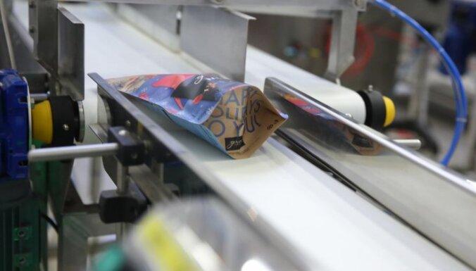 Foto: Latvijā izgudrotu mušļu ražotne jeb 'piesaistīt uzmanību 3 sekundēs'